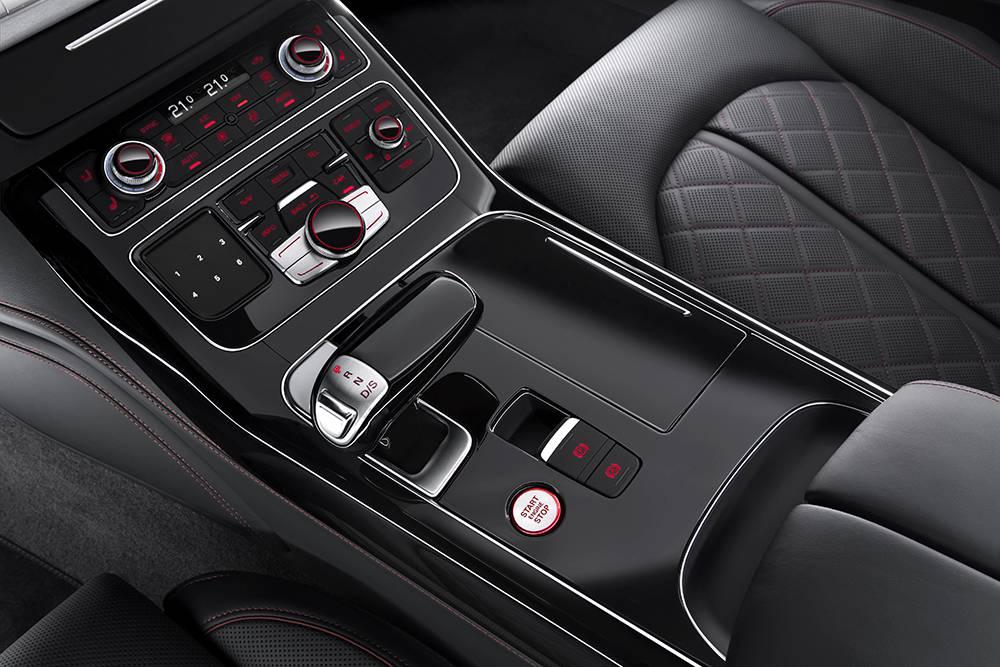 Фото салона Audi S8 plus 2016-2017 модельного года