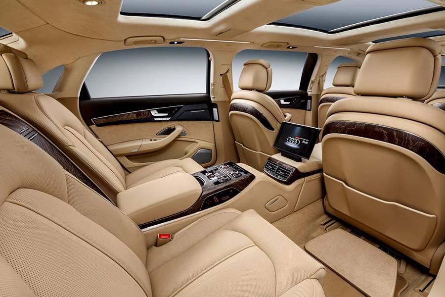 Фото интерьера лимузина Audi A8
