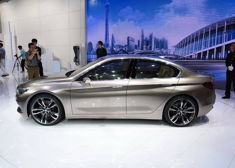 Фото BMW Compact Sedan Concept (вид сбоку)