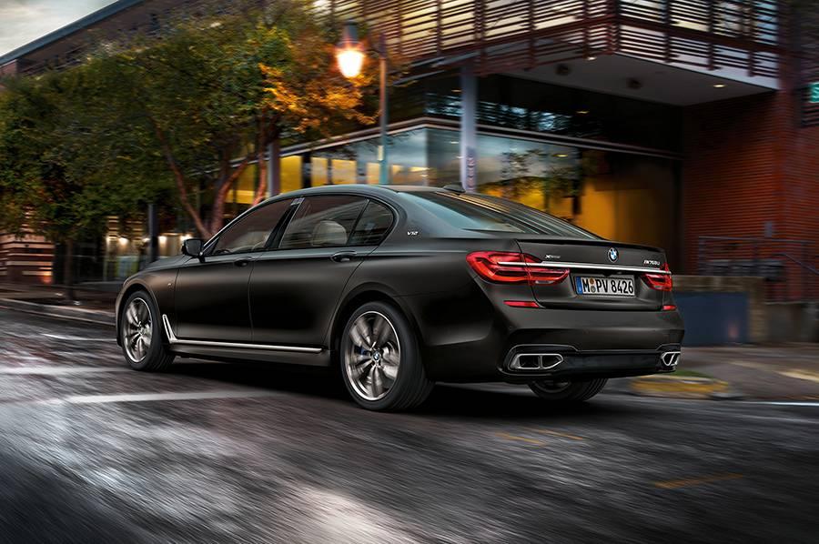 Фото BMW M760Li xDrive 2016-2017 года