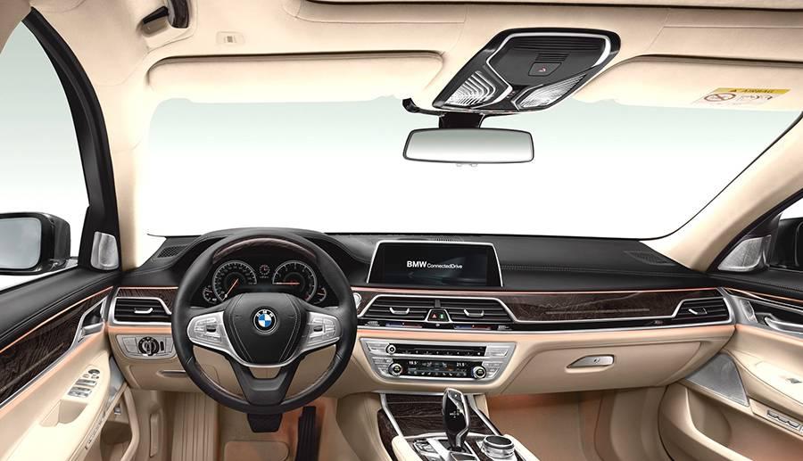 Фото салона BMW M760Li xDrive 2016-2017 года