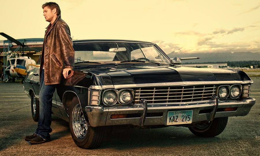 """Фото Дина из сериала """"Сверхъестественное"""" рядом с Chevrolet Impala 1967-го года"""