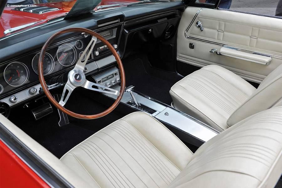 Фото салона Chevrolet Impala 1967-го года с коробкой автомат