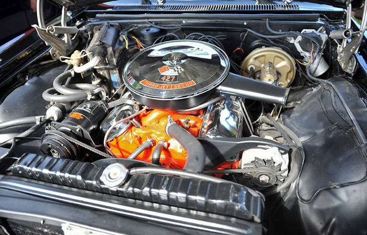 Фото моторного отсека Chevrolet Impala 1967-го года