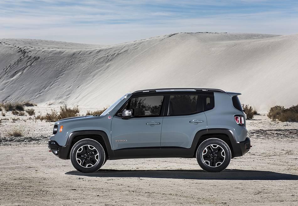 Фото компактного кроссовера Jeep Renegade (вид сбоку)