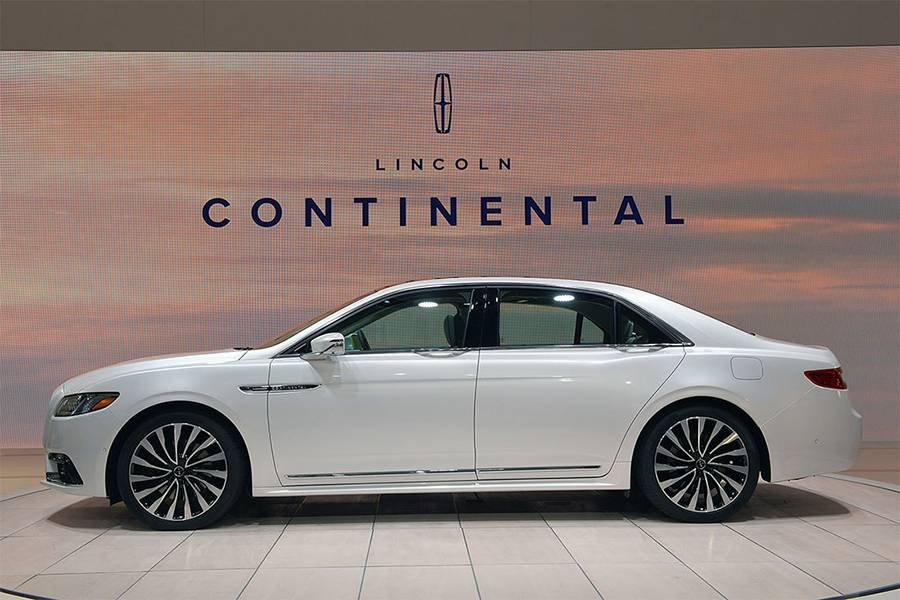 Фото седана Lincoln Continental 2017-2018 года