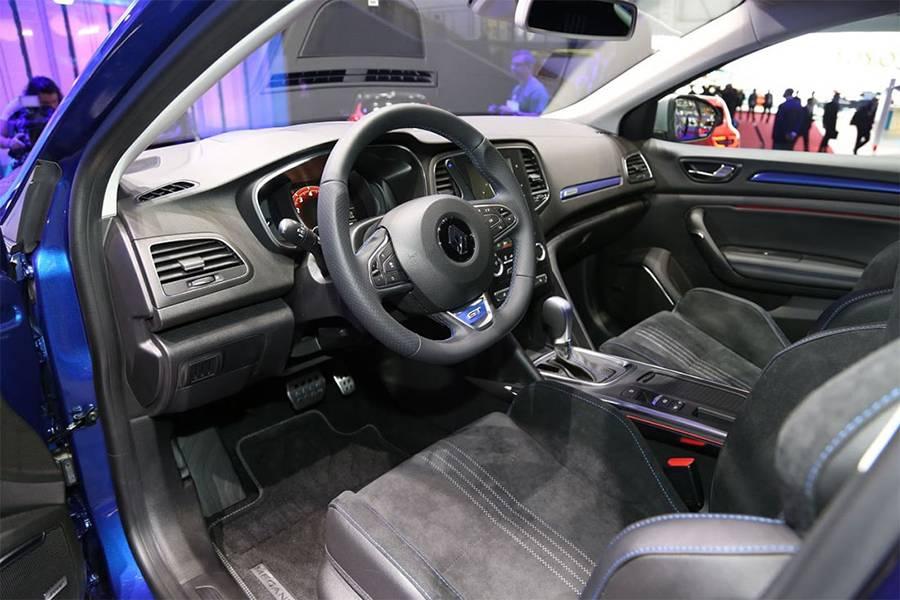 Фото интерьера Renault Megane Estate 2016-2017 года