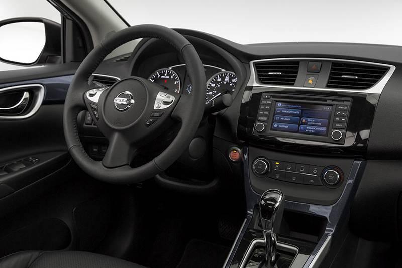 Интерьер Nissan Sentra 2016-2017 года