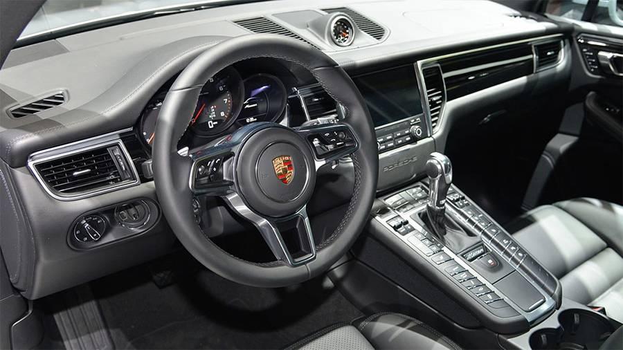 Фото салона Porsche Macan 2016-2017 года
