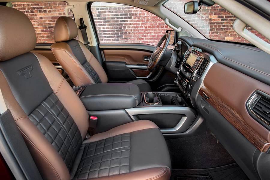Фото интерьера Nissan Titan 2-го поколения