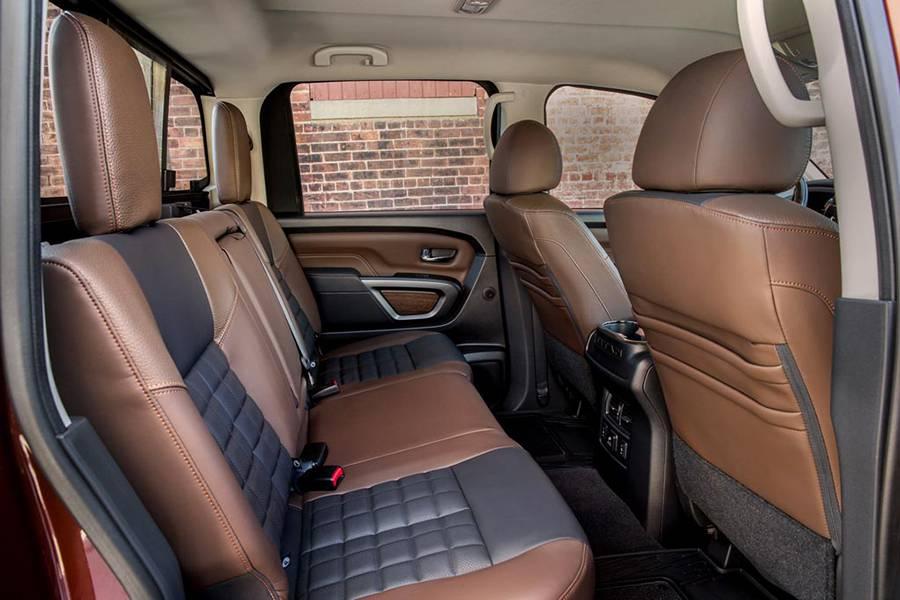 Фото салона Nissan Titan 2-го поколения