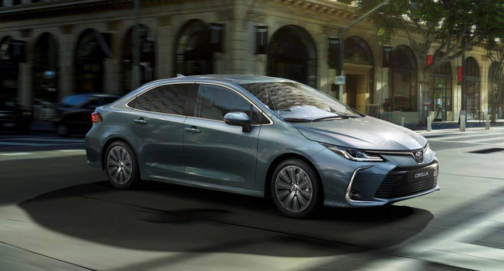 седан Toyota Corolla 12 поколения 2019-2020 года с ценами и комплектациями для России