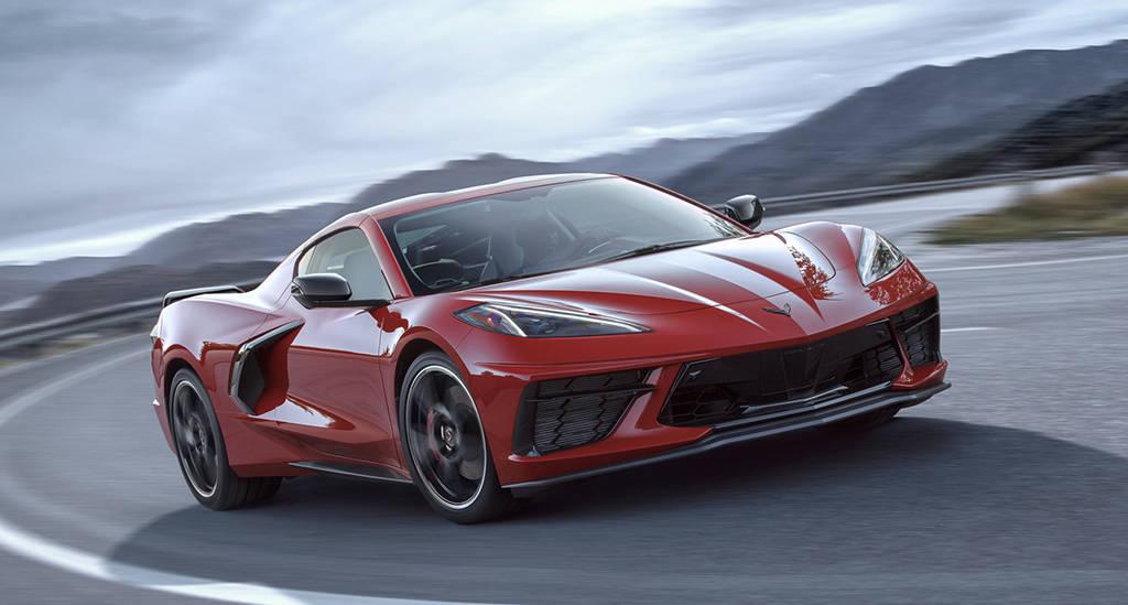 Среднемоторный суперкар Chevrolet Corvette Stingray 2020
