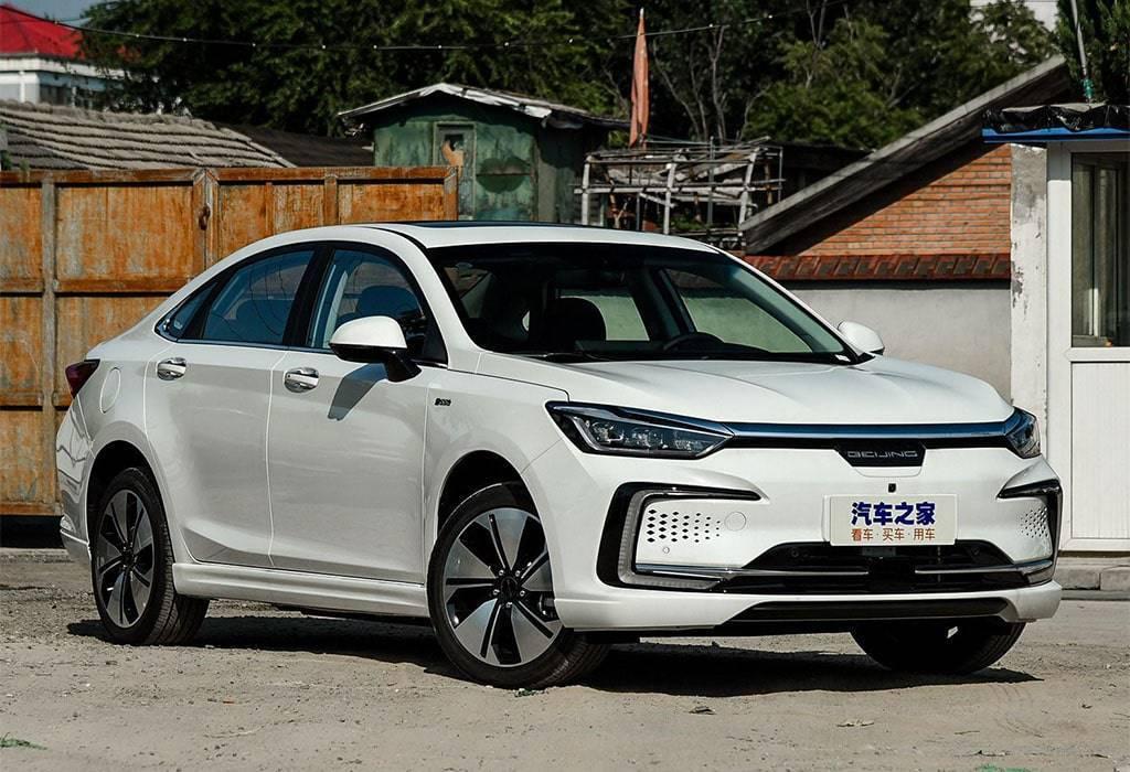 Электрический седан Beijing EU7 2019-2020
