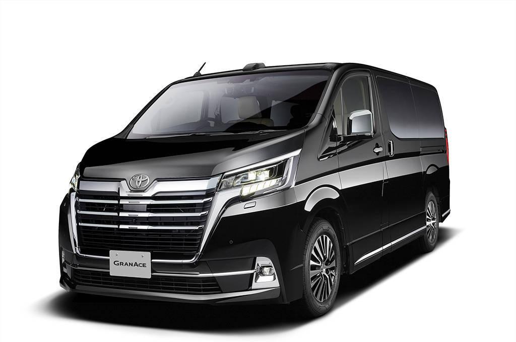 Новый минивэн Toyota Granace 2020