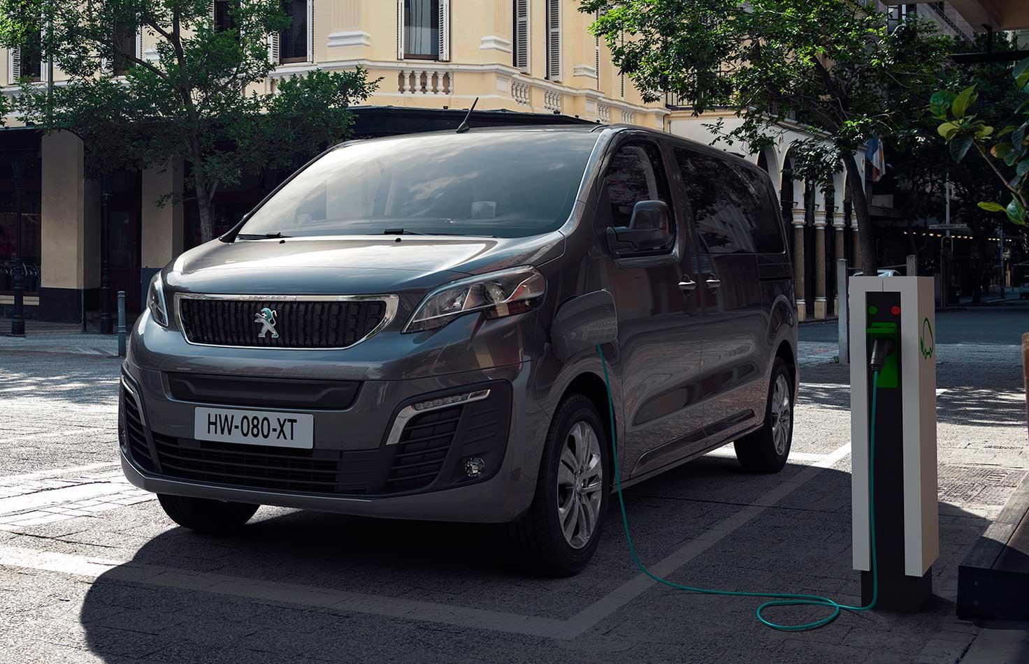 Электрический вэн Peugeot e-Traveller 2020
