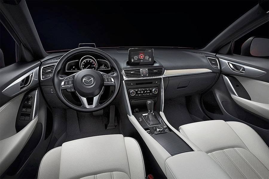 Фото салона Mazda CX-4 2016-2017 года
