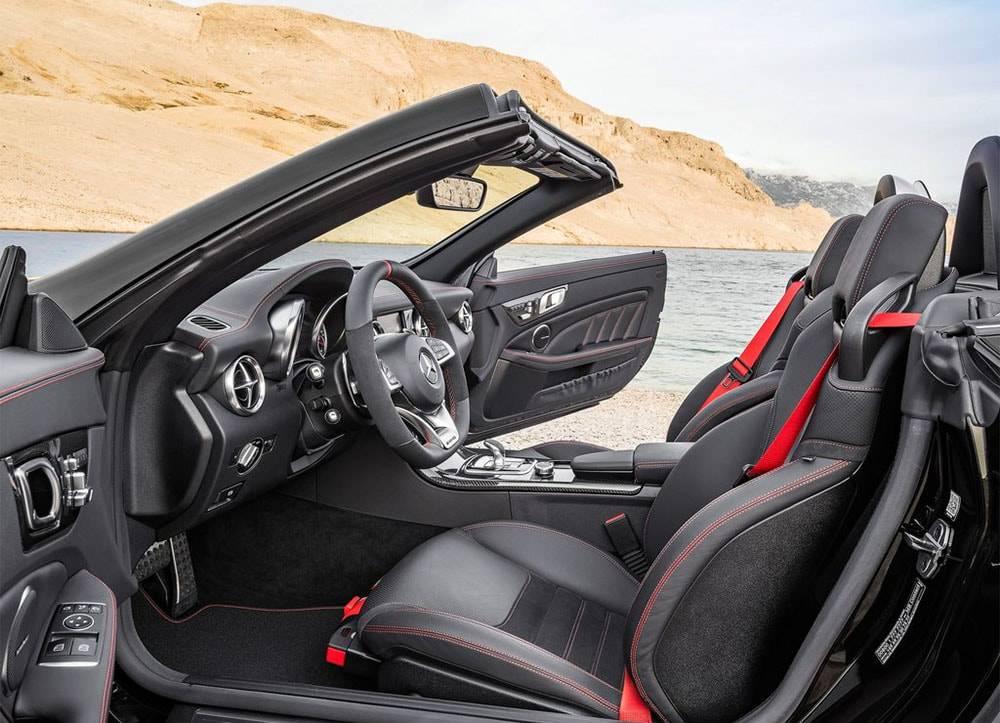 Фото салона Mercedes-Benz SLC 2016-2017 модельного года