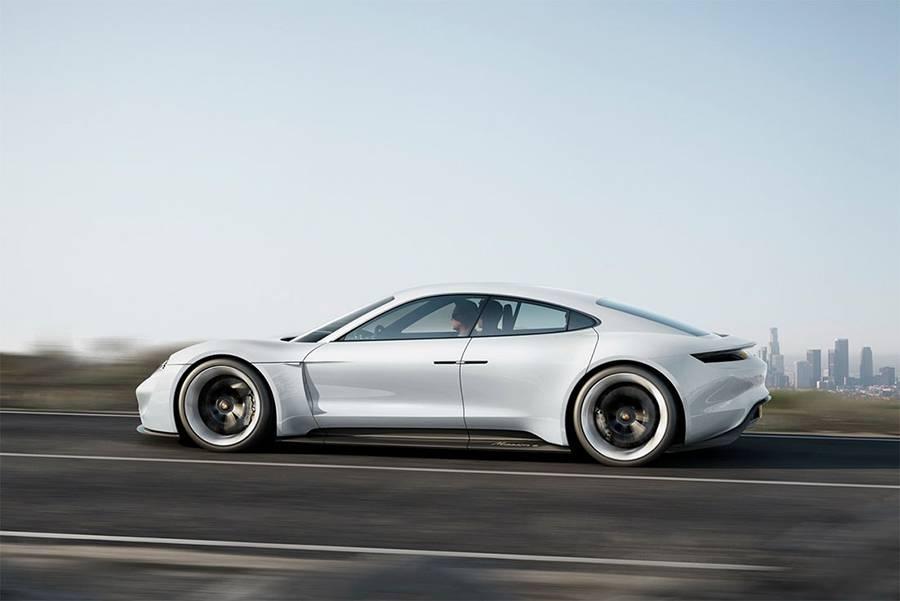 Фото концепта Porsche Mission E 2015