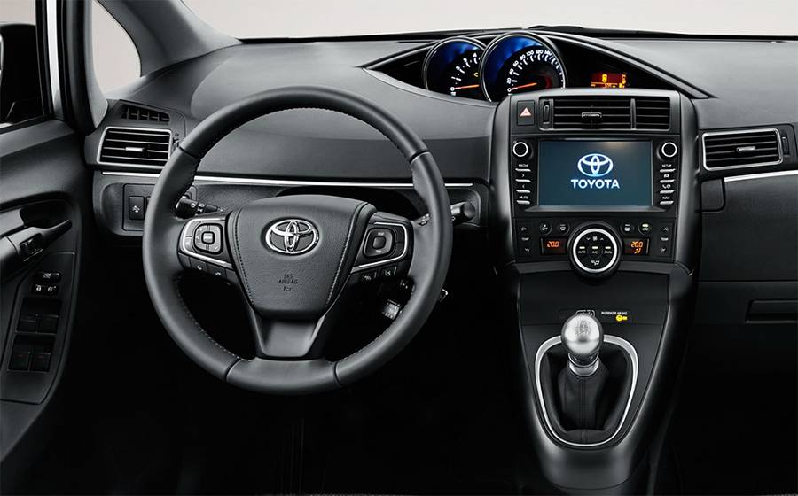 Интерьер Toyota Verso 2016