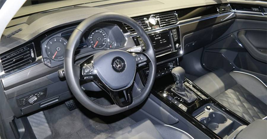 Фото салона Volkswagen Phideon 2016-2017 года