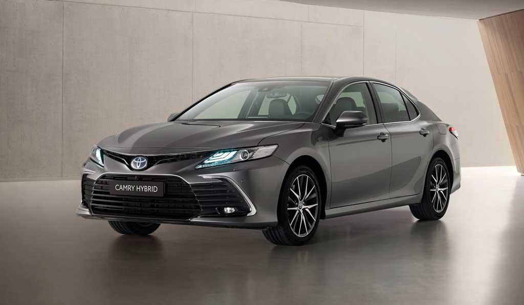 Обновленный седан Toyota Camry 2021