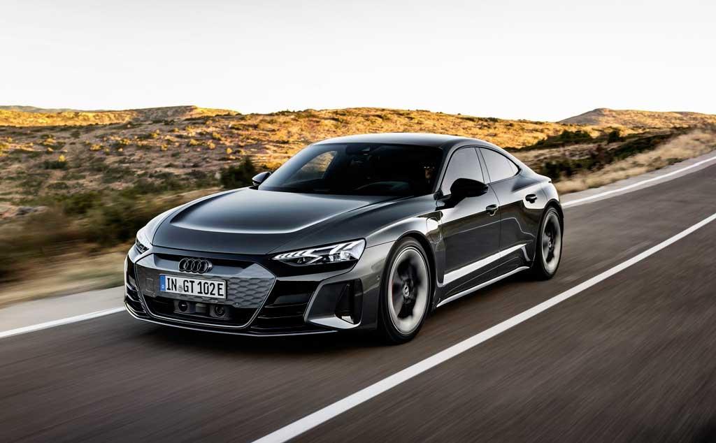 Электрический седан Audi e-tron GT 2021