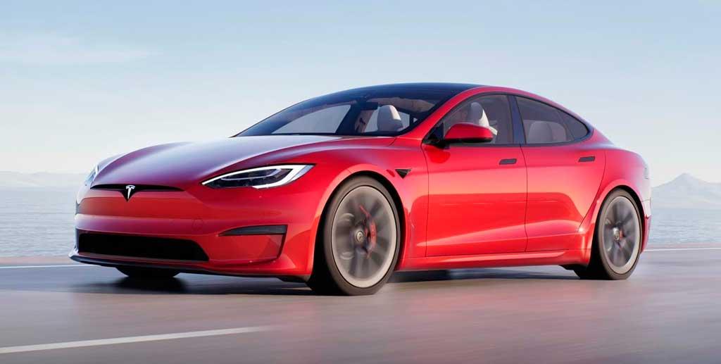 Электрический лифтбек Tesla Model S 2021