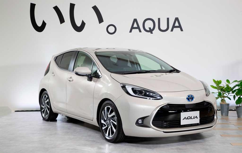 Гибридный хэтчбек Toyota Aqua 2022