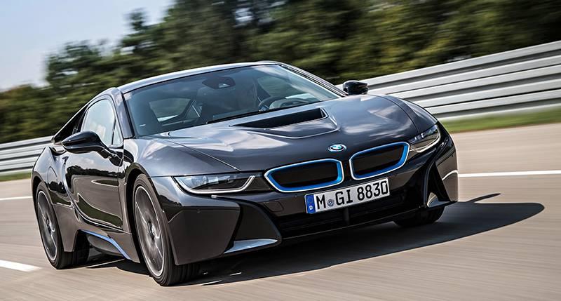 Фото гибридного BMW i8 (вид спереди)