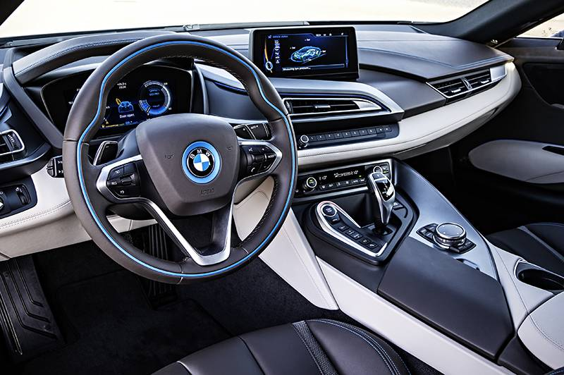 Фото салона гибридного BMW i8