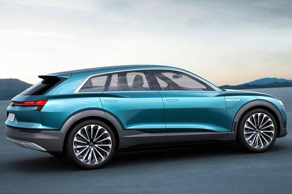 Фото Audi e-tron quattro concept - вид сбоку
