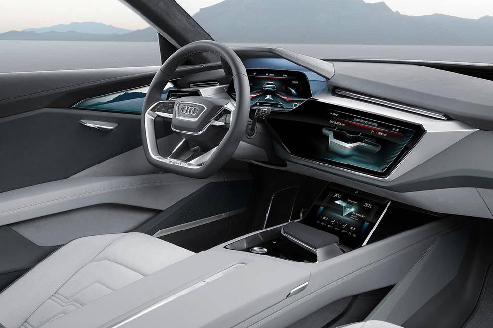 Фото салона Audi e-tron quattro concept