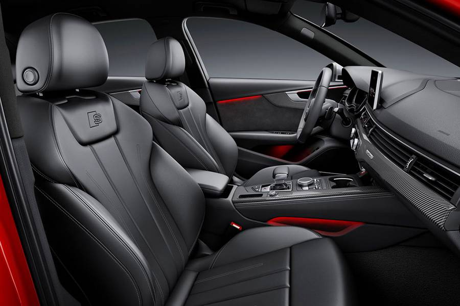 Фото интерьера Audi S4 седан