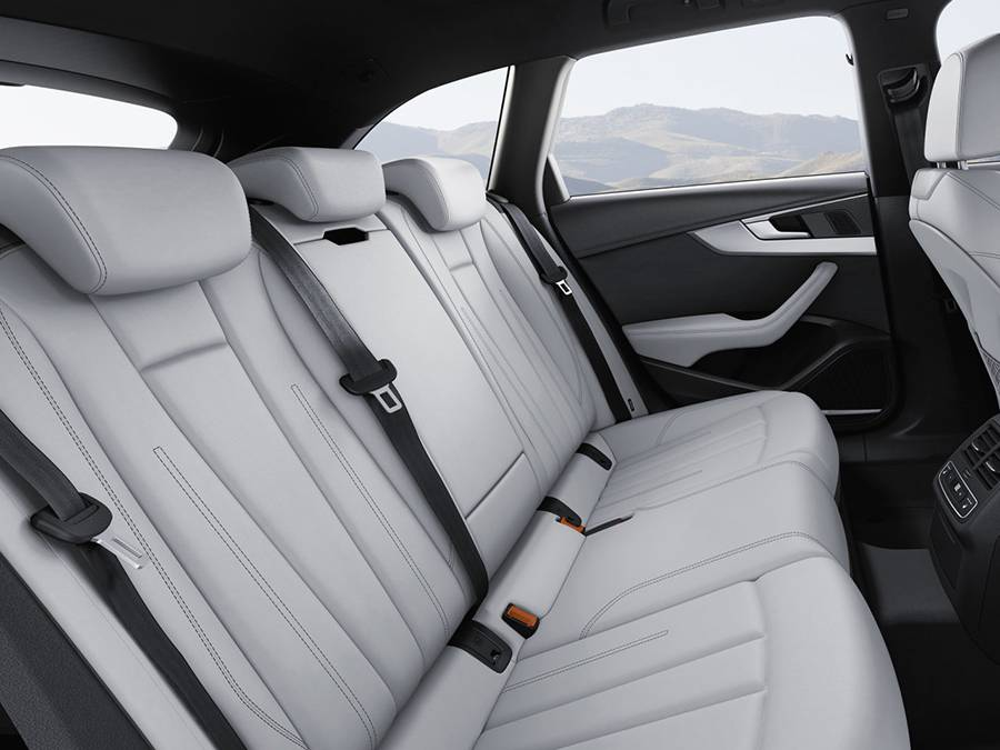 Фото интерьера Audi S4 универсал