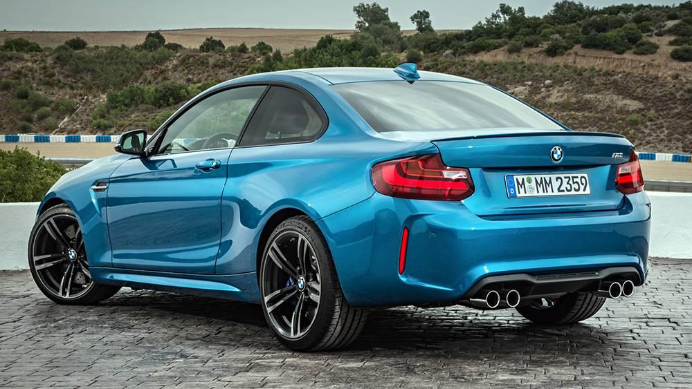BMW M2 Coupe 2016-2017 модельного года - вид сзади