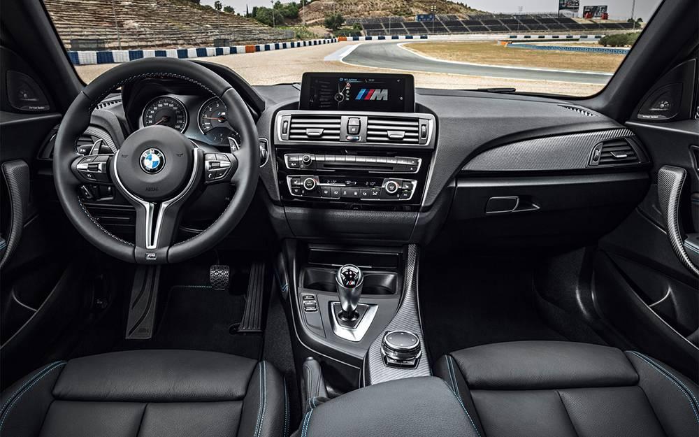 BMW M2 Coupe 2016-2017 модельного года - салон