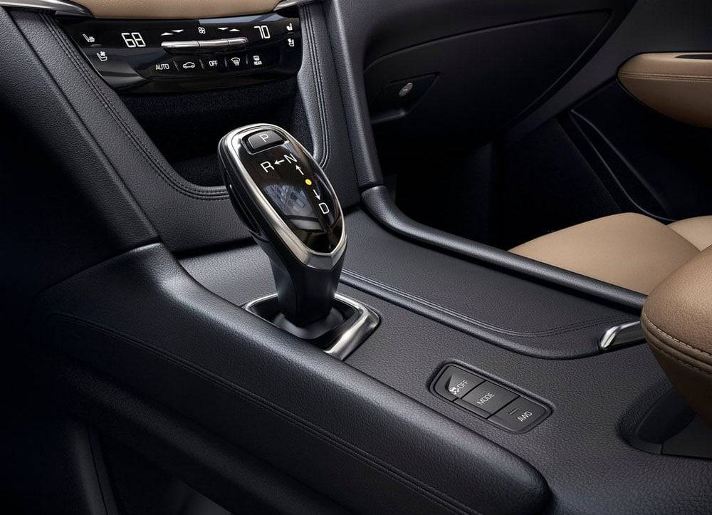 Фото центрального тоннеля Cadillac XT5 2016-2017 модельного года
