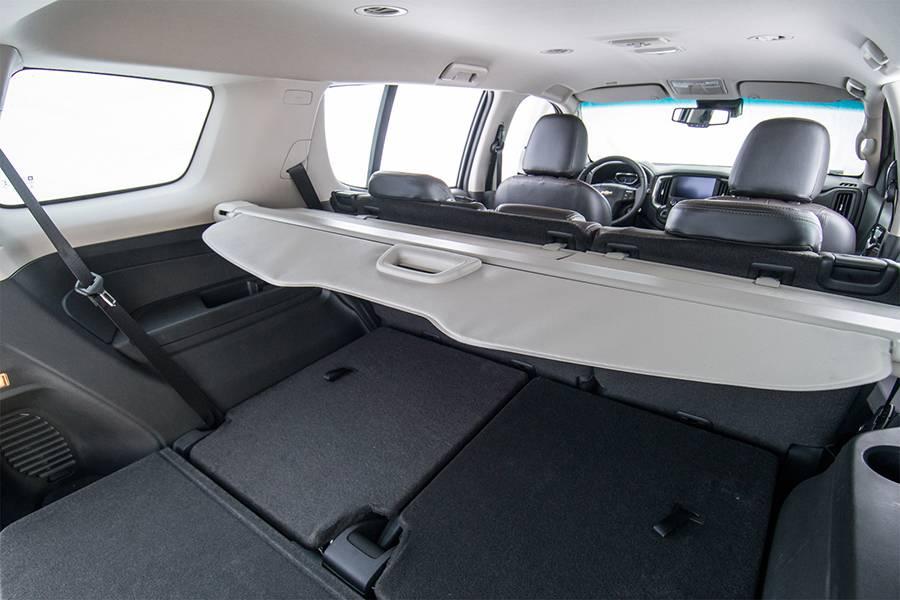 Обновленный Chevrolet Trailblazer 2016-2017 года фото багажного отделения