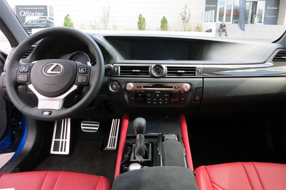 Lexus GS F 2016-2017 модельного года - салон