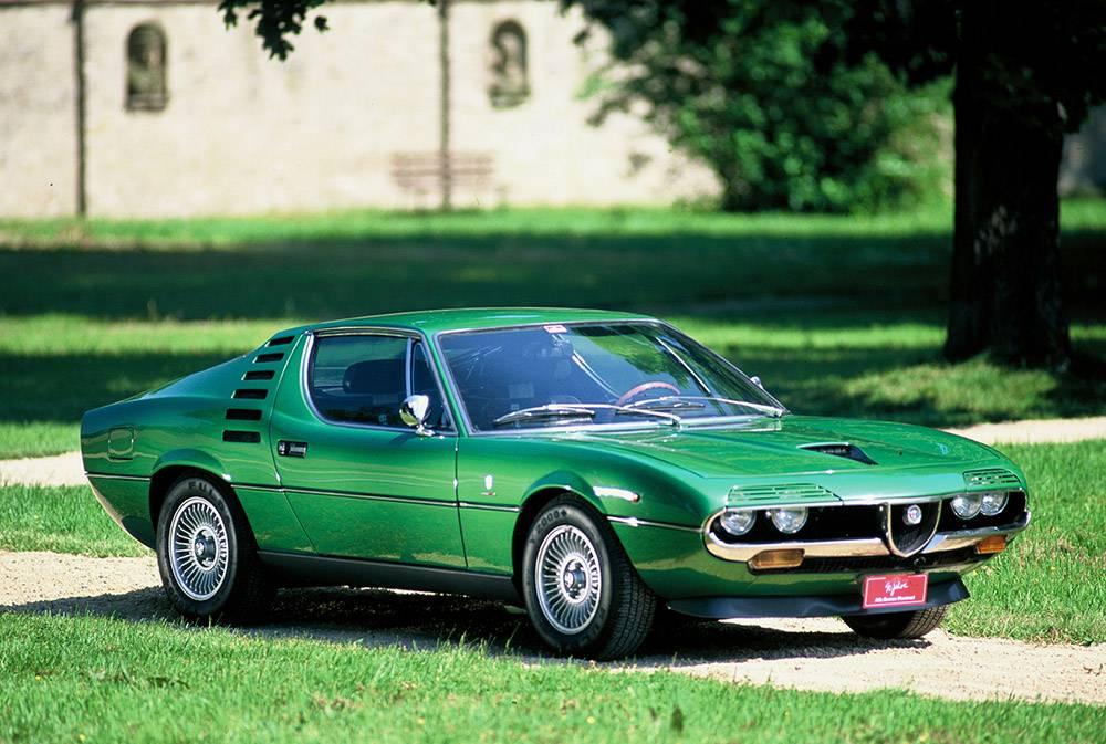 фото Alfa Romeo Montreal - вид спереди