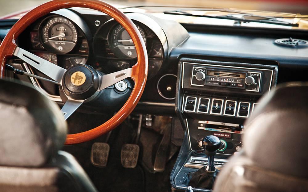 фото салона Alfa Romeo Montreal