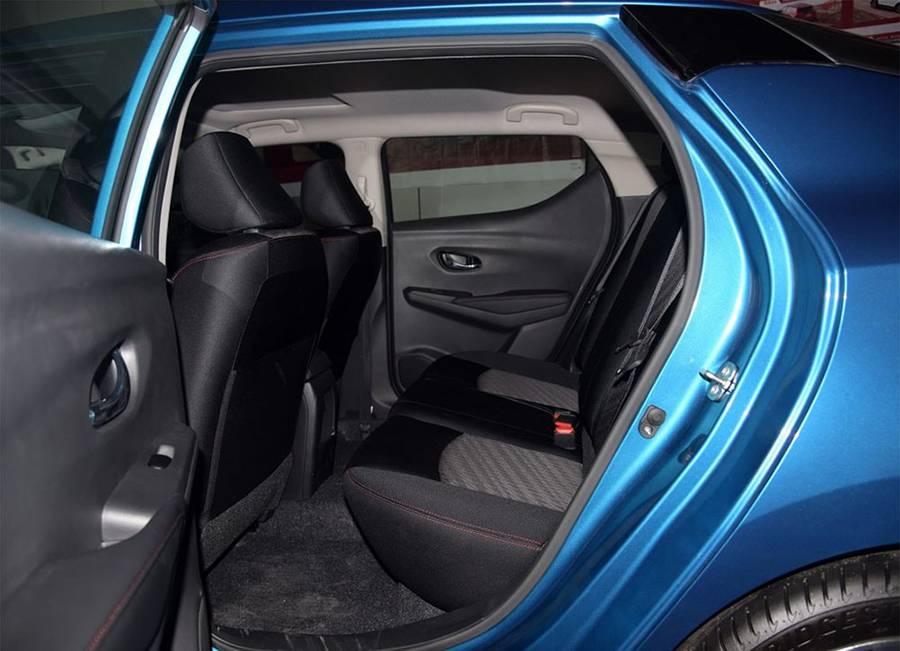 Nissan Lannia 2016-2017 года - второй ряд сидений фото