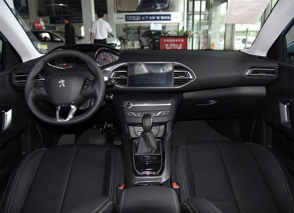 Peugeot 308 2016-2017 года фото салона