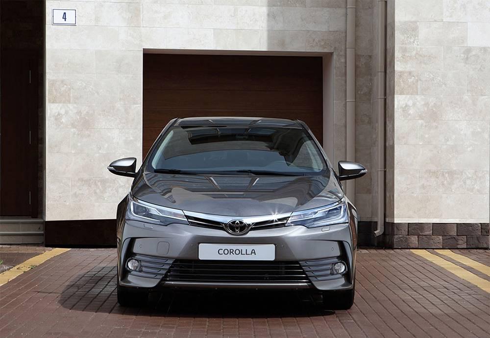 фото обновленной Toyota Corolla 2016-2017 года - вид спереди
