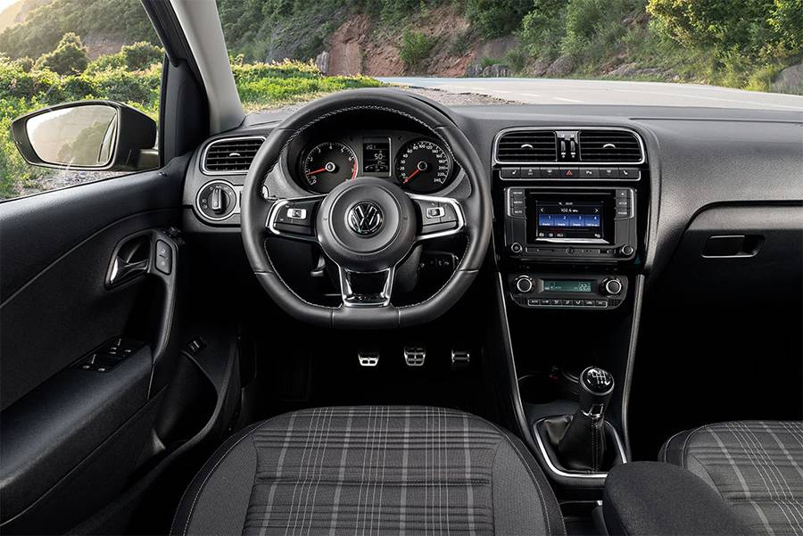 VW Polo GT 2016-2017 фото салона