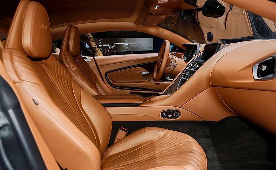 Интерьер Aston Martin DB11 2016-2017 - фото