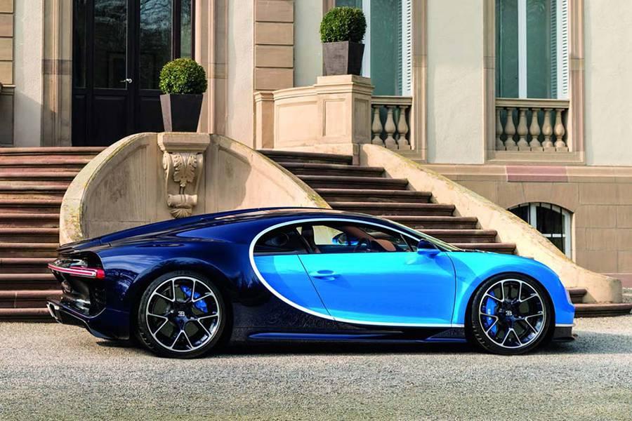 Фото гиперкар Bugatti Chiron 2016-2017 года