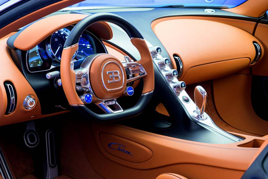 Фото интерьер Bugatti Chiron 2016-2017 года