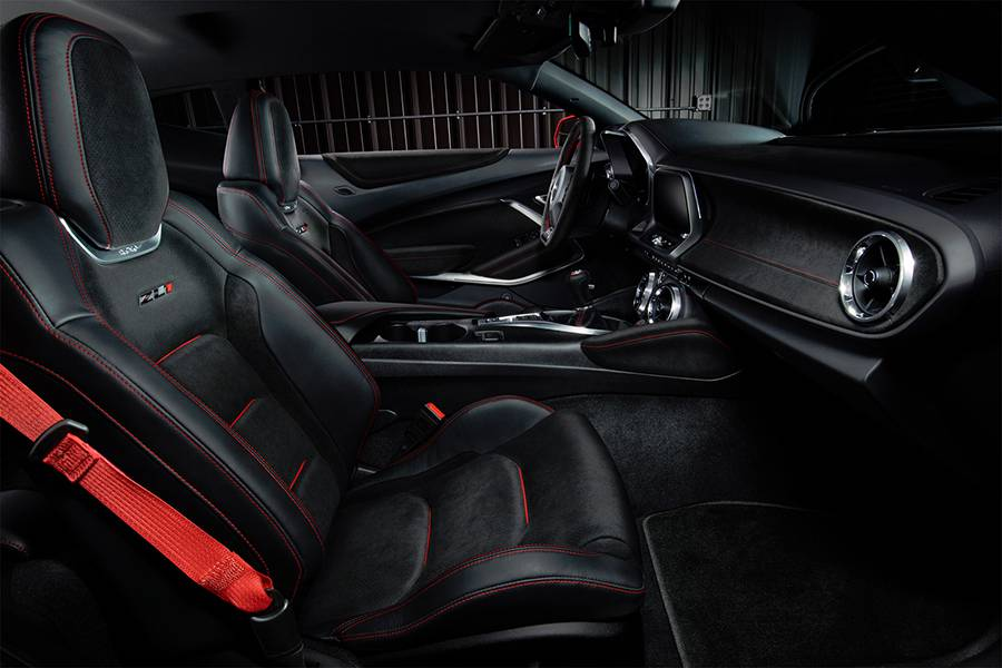 Фото интерьера Chevrolet Camaro ZL1 6-го поколения